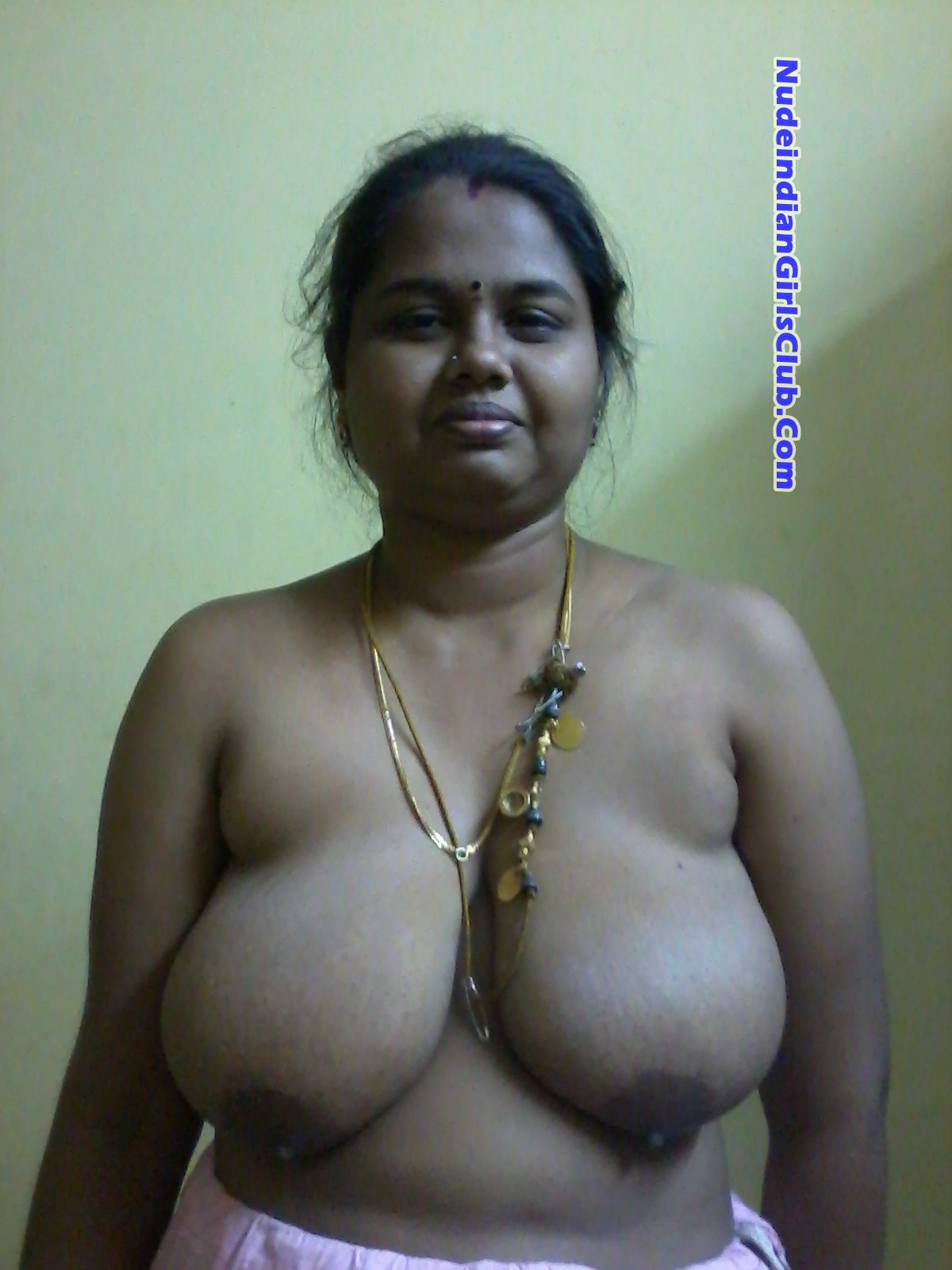 See Aunty boobs pic