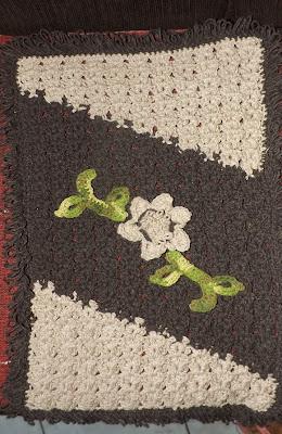 Tapete-de-crochê-duas-cores-fio-condizido