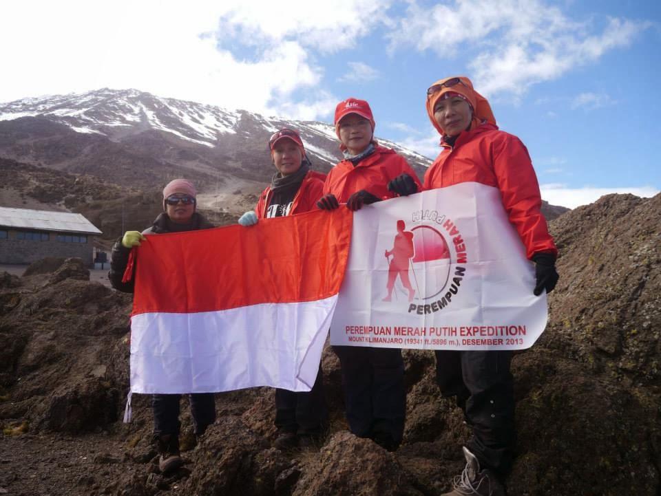 Tim Ekspedisi Perempuan Merah Putih di Kilimanjaro