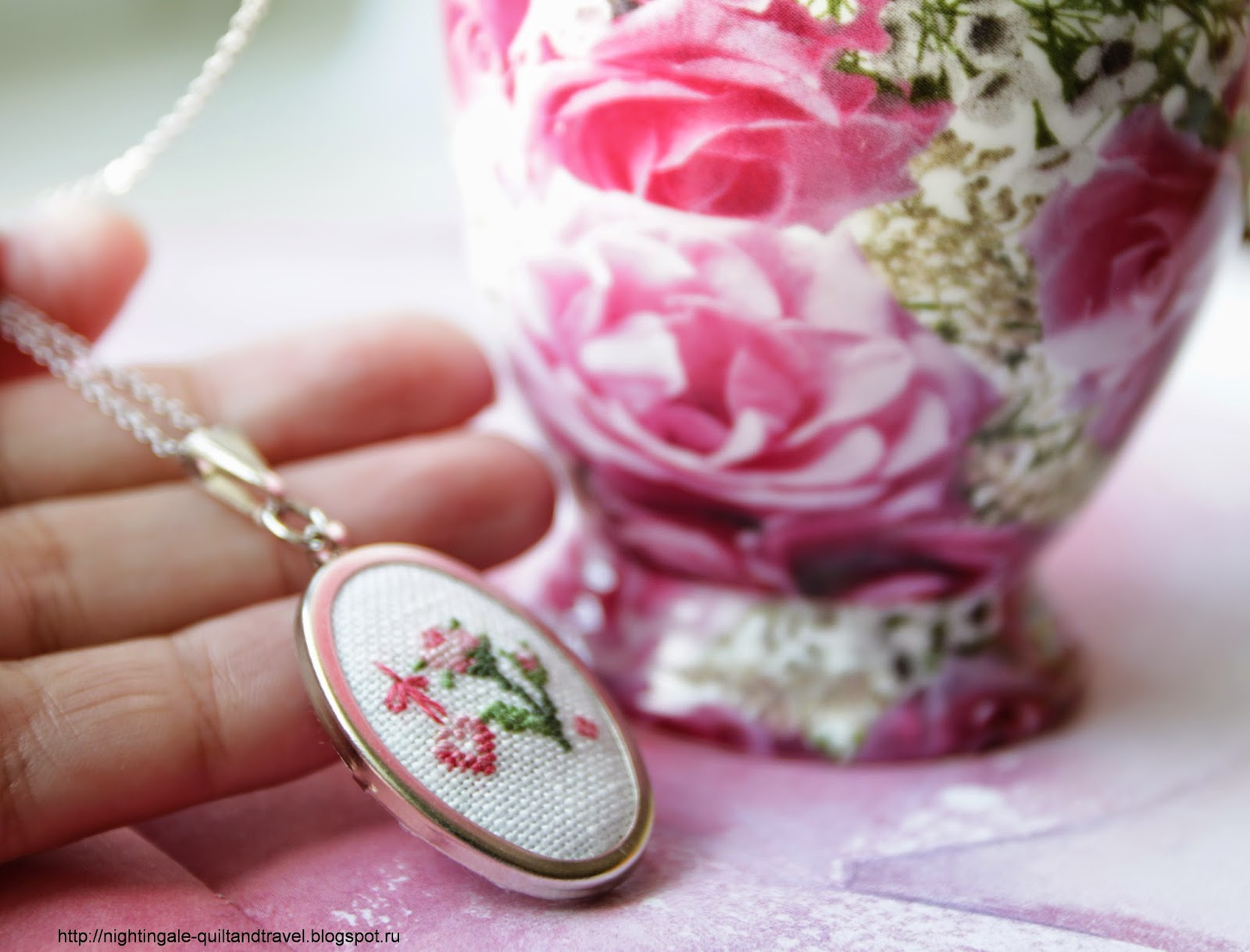 http://nightingale-quiltandtravel.blogspot.ru/2015/04/pendant-rose.html