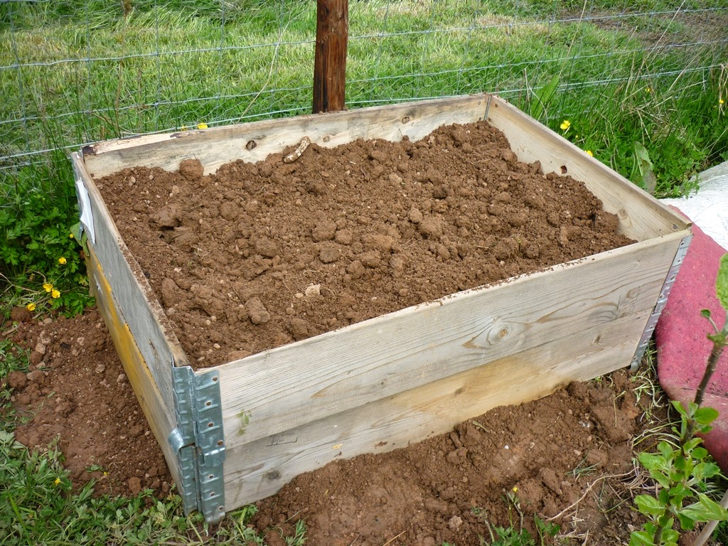 An english homestead raised bed materials for Best material for raised garden beds