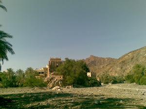 بيت الحجرة بيت أثري على ربوة في مقدمة بلدة حاجر بني عمر