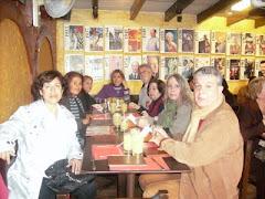 Con Eduardo Rada y compartiendo con amigos en Miraflores