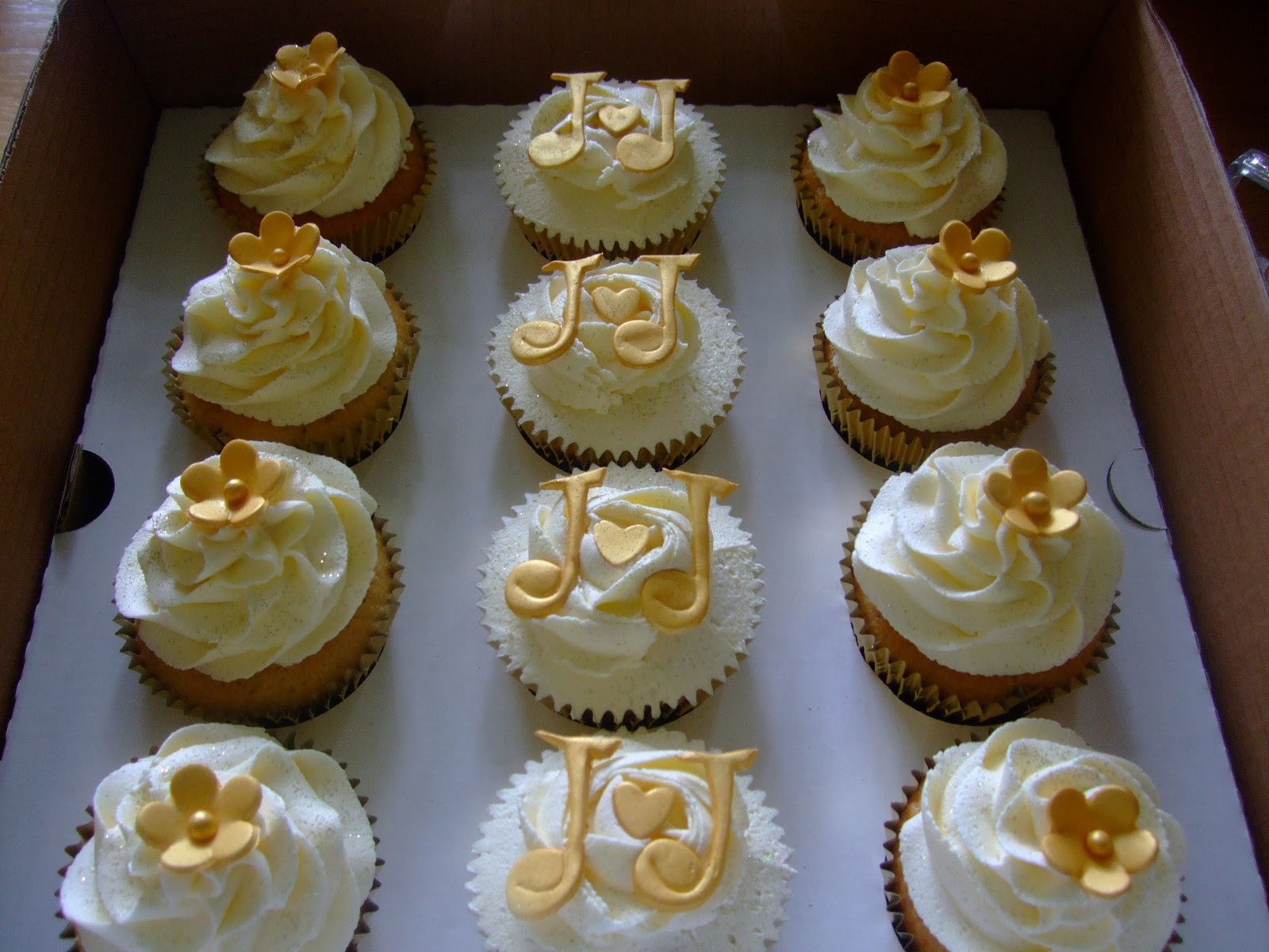 Colourful Cupcakes of Newbury: Golden Wedding Anniversary Cupcakes