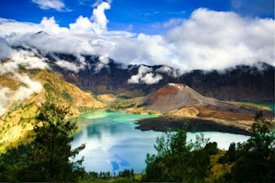 Gambar Pemandangan Alam Indonesia Gunung Rinjani (Nusa Tenggara Barat)