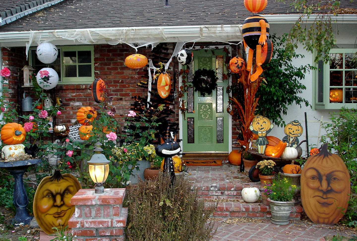Halloween outdoor decorating ideas cheap instant knowledge for Inexpensive outdoor decor