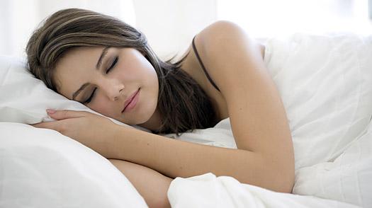 9 Fakta dan Manfaat Tidur Miring ke Kanan