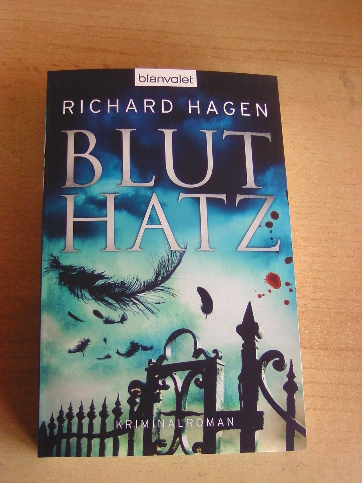 http://www.amazon.de/Bluthatz-Kriminalroman-Richard-Hagen/dp/3442383005/ref=cm_cr_pr_product_top