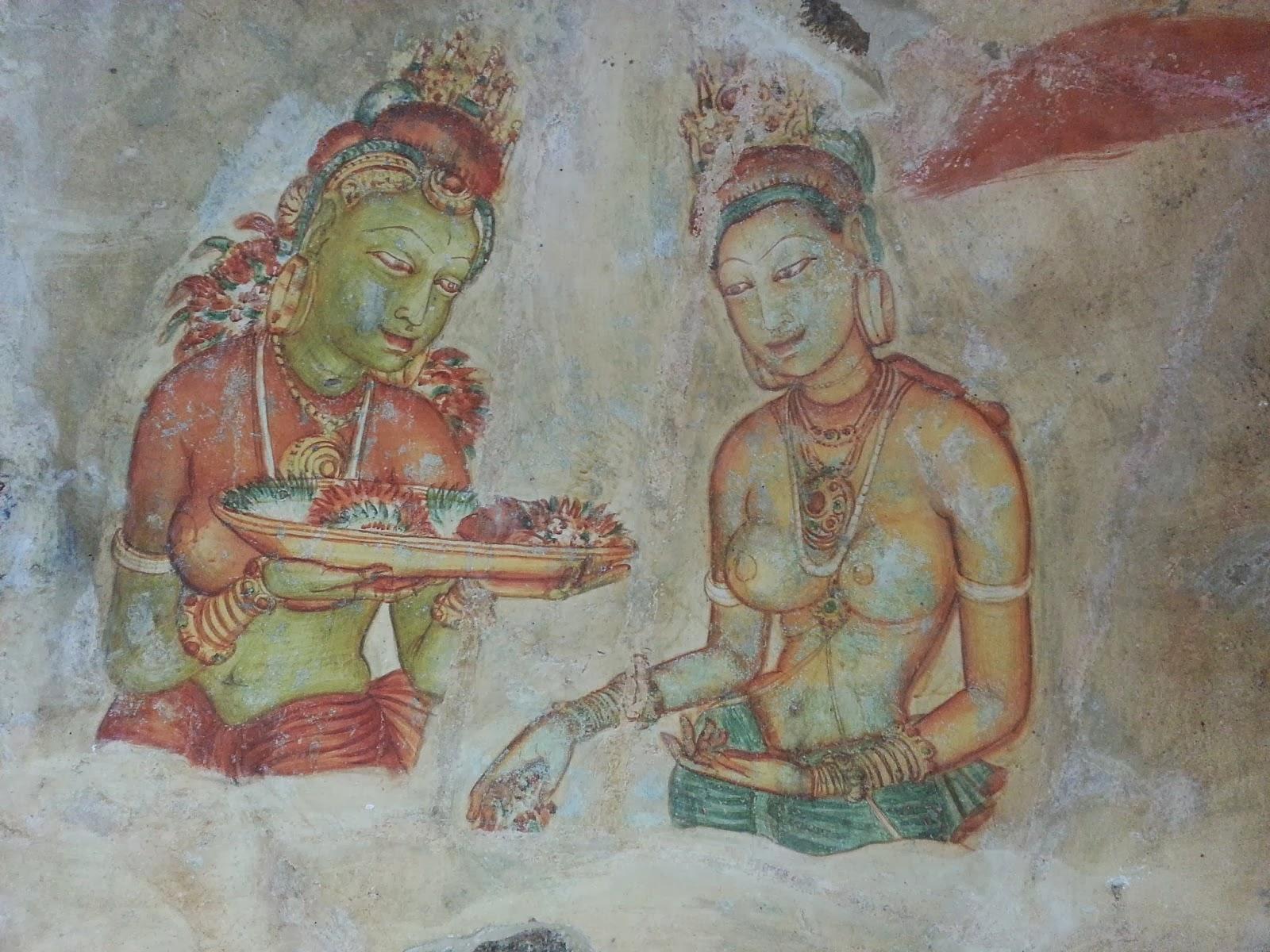 Изображение две прекрасные девушки с блюдом фруктов, древняя фреска, Сигирия, Шри-Ланка