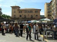 La Fia de Baix amb l'edifici de l'Ajuntament. Autor: Francesc (Manresa)