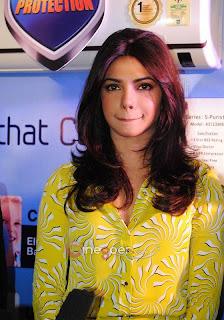 Priyanka Chopra in yellow top cute Pictures