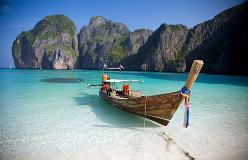 Travel in Thailand [Koh Phi Phi Island]  Phi Phi Island is located about two hours from Krabi