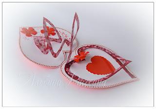 Открытка ручной работы с днём Валентина в форме сердца.