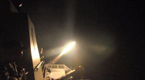 Rocket flare KRI Sultan Iskandar Muda-367