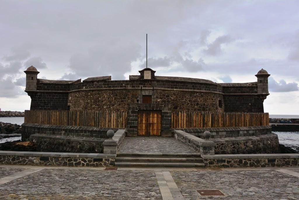 Castillo de San Juan Bautista, Santa Cruz
