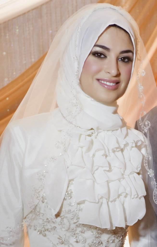 Muslim Wedding Dresses with Sleeves and Hijab | FASHION STYLE