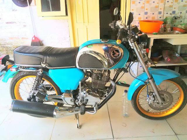 Foto Modifikasi Motor Honda CB Biru Laut Keren