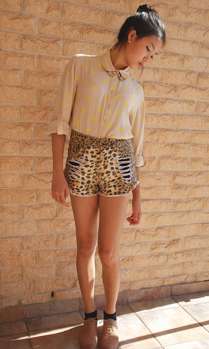 fashion, personal style, outfit, leopard print, shorts, blouse, gold, collar, brogue