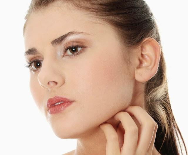 Cara mengatasi wajah gatal karena kosmetik