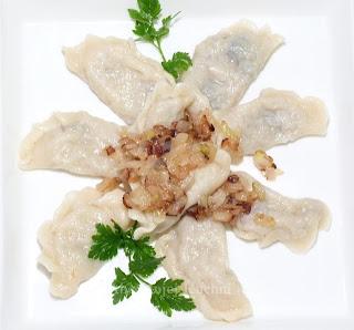http://abcmojejkuchni.blogspot.com/2012/12/pierogi-z-kiszona-kapusta-i-grzybami.html