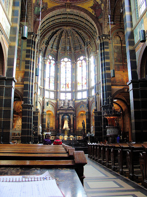 Soaring vault and cavernous interior of Saint Nicholas in Amsterdam.