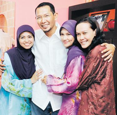 Gambar Isteri dan Keluarga Salleh Yaakob
