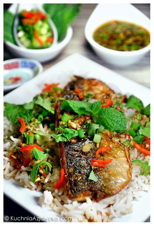 Chrupiąca makrela z wietnamskim dressingiem  KuchniaAzjatycka.com