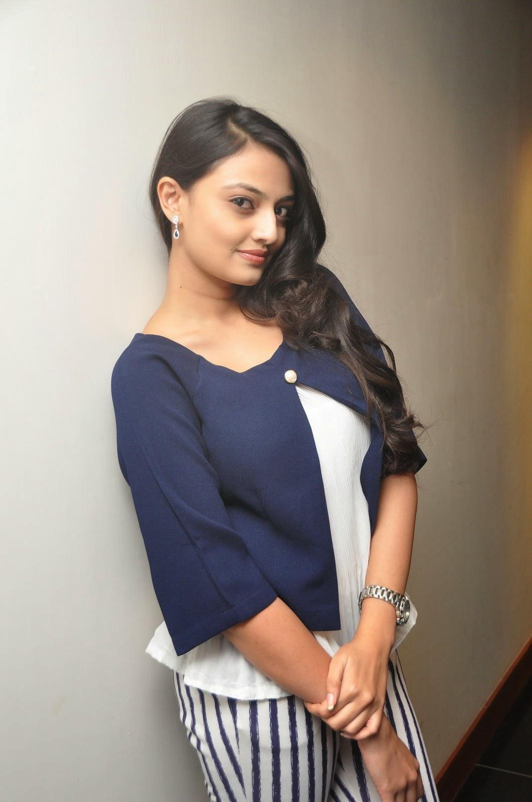 Nikitha Narayan latest photos-HQ-Photo-14
