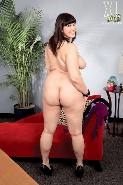 Ass her in pissing