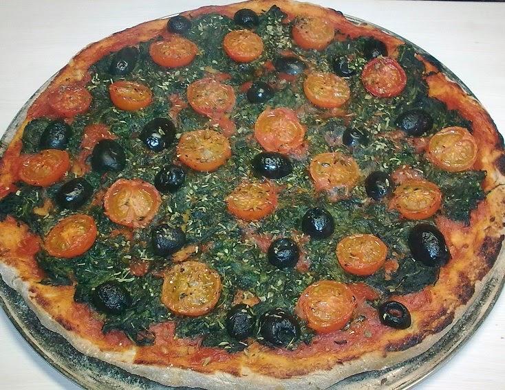 Pizza de Espinacas, Tomatitos y Aceitunas  con base de Espelta.