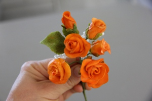 How to wire sugar roses.