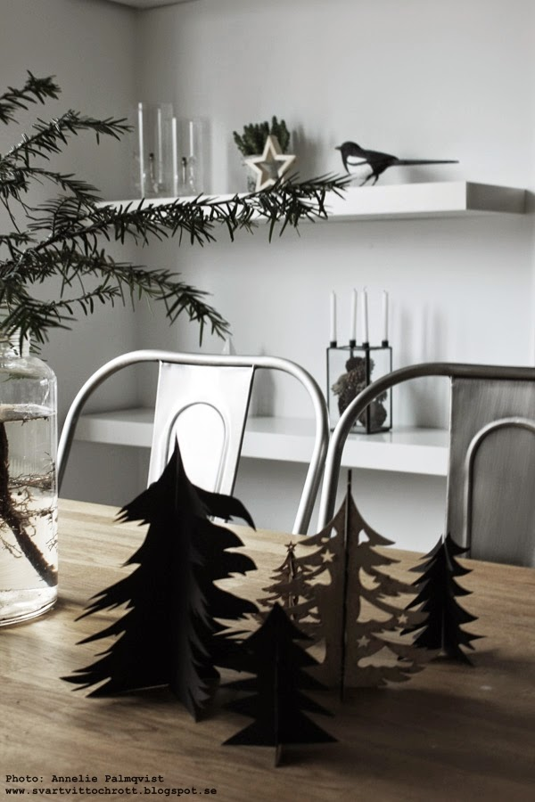 pappersgran, pappersgranar, gran av papper, julpyssel 2014, diy, enkel gran, tillverka själv, jul, julen, julens, svart, svarta granar, pappersdekoration, julpynt,