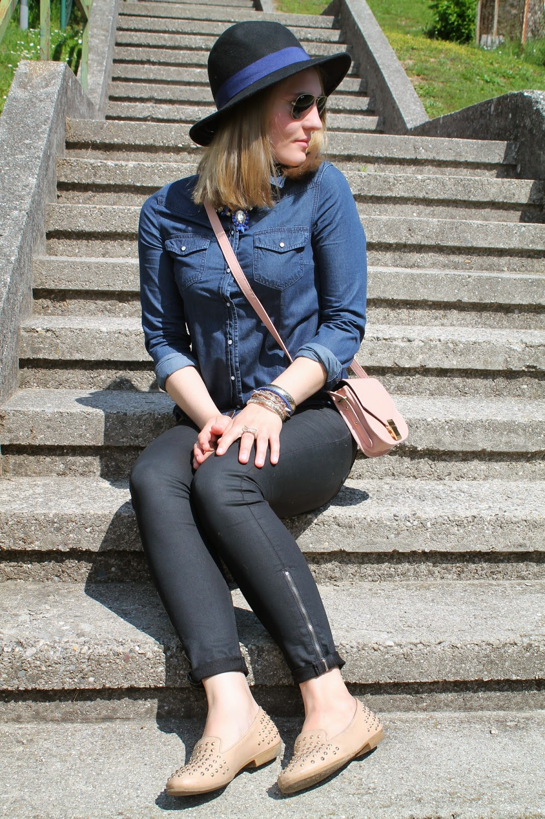 Fashionblogger Austria / Österreich / Deutsch / German / Kärnten / Carinthia / Klagenfurt / Köttmannsdorf / Spring Look / Classy / Edgy / Oasap / Forever 21 / C&A / H&M / Deichmann / Forever 21 / Waxed Skinny / Cross Body Bag / Nude Look / Statement Necklace /