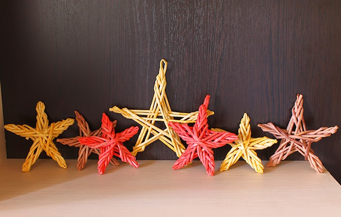 звёзды из газетных трубочек