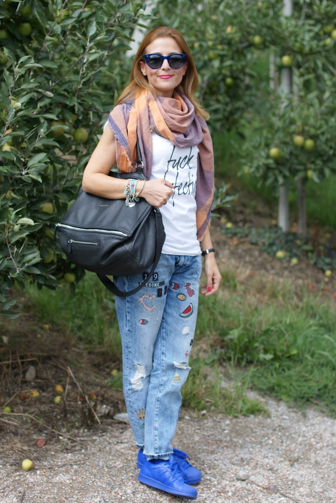 Fuck perfection, a rebel fashion outfit with my adidas supercolor blue, Givenchy Pandora bag and patchy jeans on Fashion and Cookies fashion blog, fashion blogger style