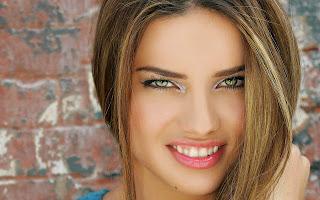 Adriana lima very cute smile hd photo