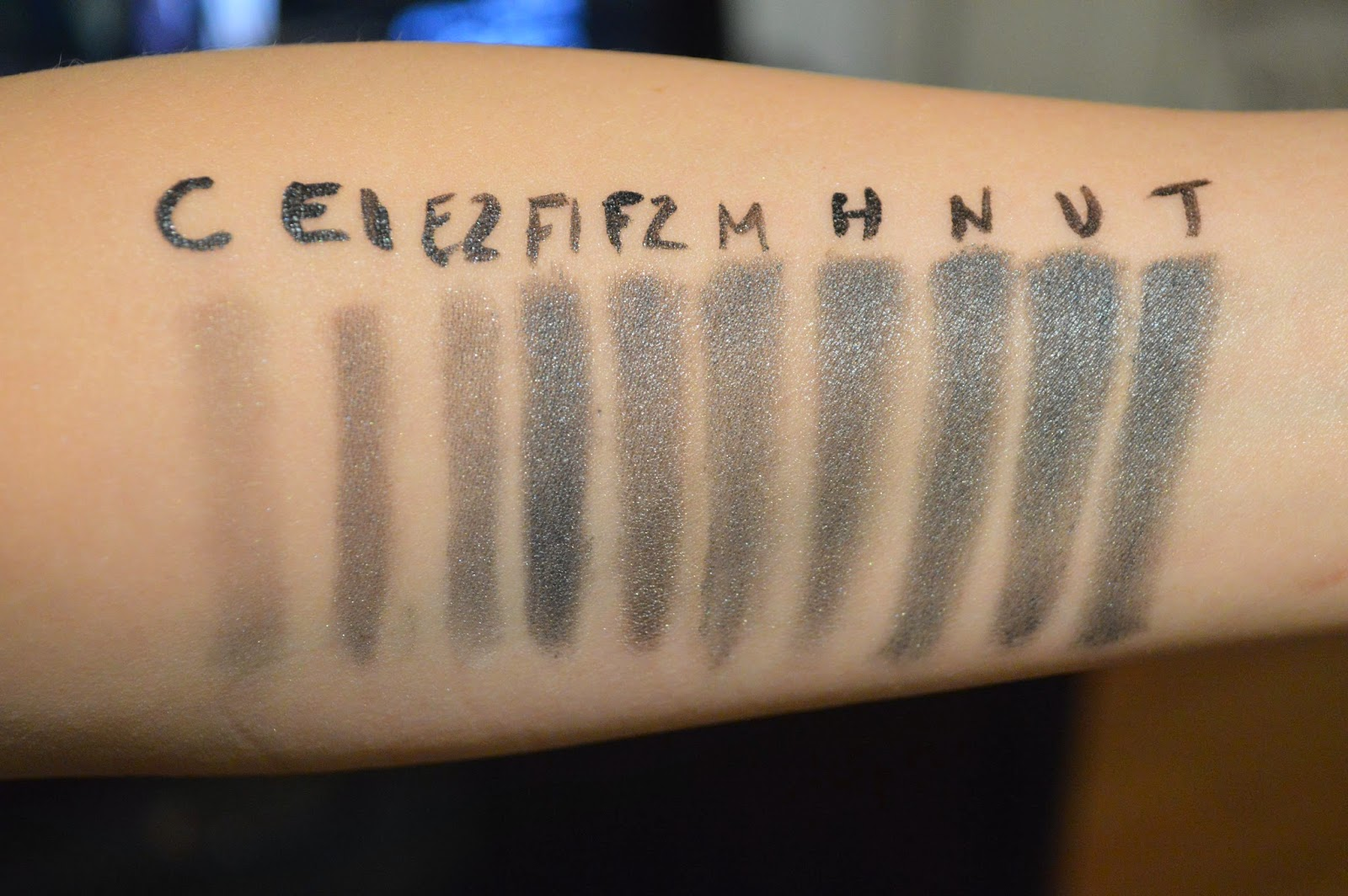 how to put on eyeshadow primer