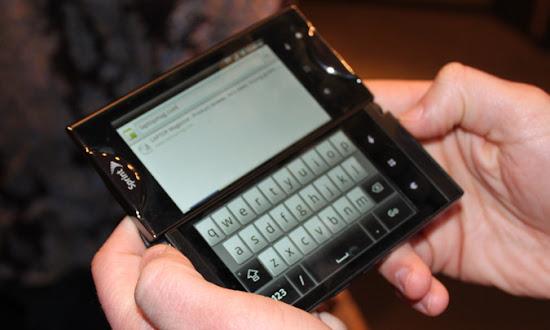 Inilah Ponsel dengan Dua Layar, Kyocera Echo, Kyocera Echo Ponsel Dua Layar, Kyocera Echo Ponsel Layar Ganda