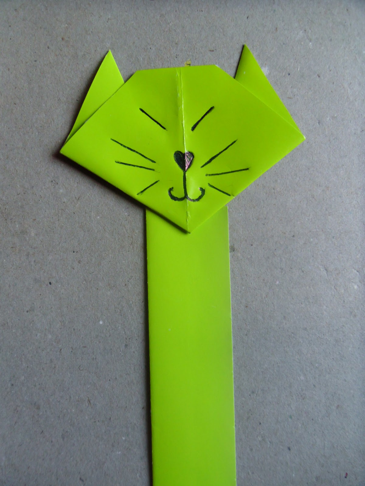 New Leaf Crafts - Origami Cats Face Bookmark