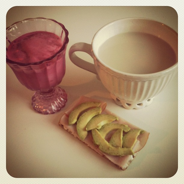 healthy breakfast: raspberry smoothie and turkey/avocado whole wheat bread
