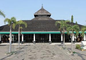masjid agung demak menyimpan banyak nilai sejarah