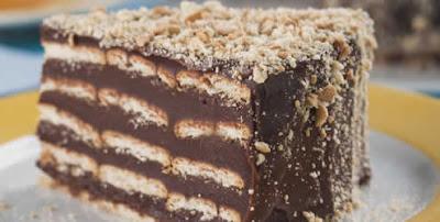 Receita de bolo rápido de biscoito com chocolate
