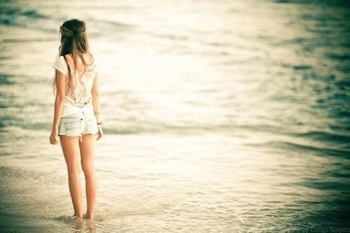 -¿A donde vas? -A ser feliz,¿me acompañas?