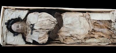 Μυστήριο για τους επιστήμονες το έμβρυο που «κρυβόταν» επί 336 χρόνια στο φέρετρο επισκόπου της Σουηδίας