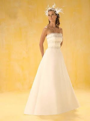 Simple strapless wedding dress wedding pictures for Simple strapless wedding dress