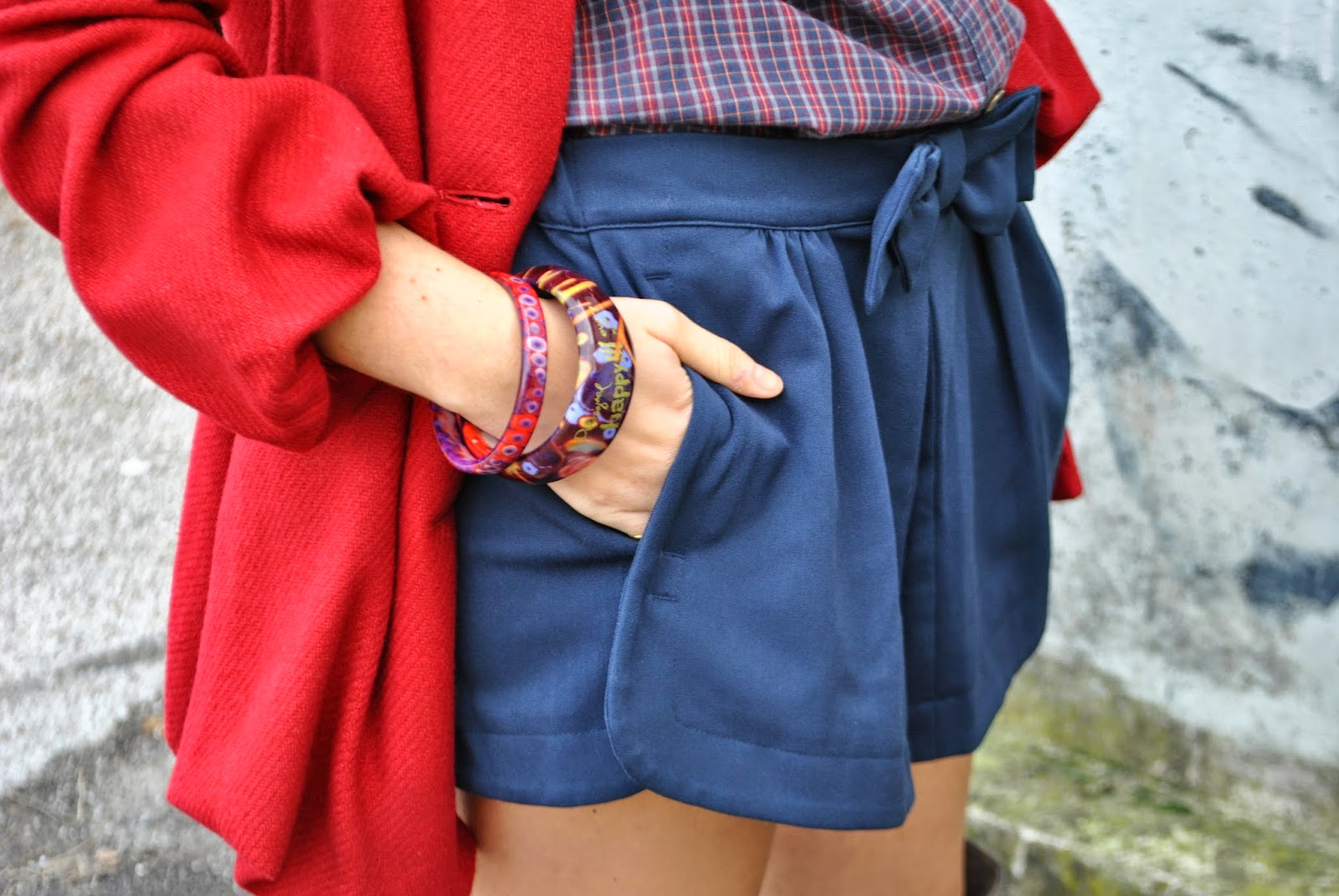 Outfit shorts e camicia shorts blu con fiocco outfit camicia a quadri outfit cappotto rosso Sisley outfitcuissardes outfit stivali al ginocchio pimkie borsa pepe jeans abbinamenti cappotto rosso abbinamenti camicia a quadri come abbinare il cappotto rosso come abbinare la camicia a quadri collana majique majique London jewels outfit autunnali outfit novembre 2014 outfit mariafelicia magno outfit mariafelicia magno fashion blogger di colorblock by felym acconciatura treccia laterale majique London necklace pimkie boots fashion blog italiani fashion blogger italiane fashion blogger bionde fashion bloggers Italy Italian fashion blogggers Italian girls