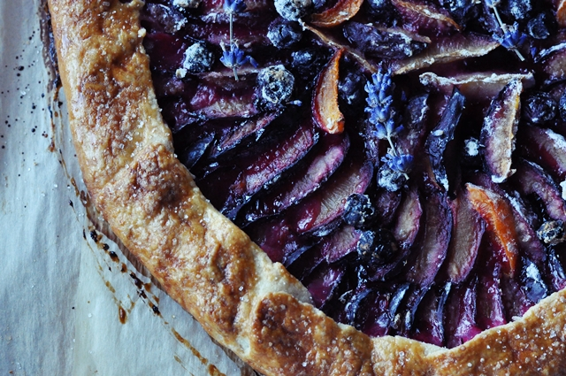 Plūmju & Lavandas Pīrāgs // Plum & Lavender Pie