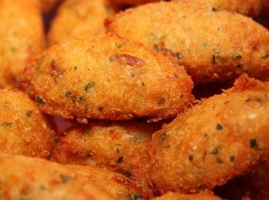 Bolinho de Bacalhau Receita : CodFish Cakes: Salted Cod