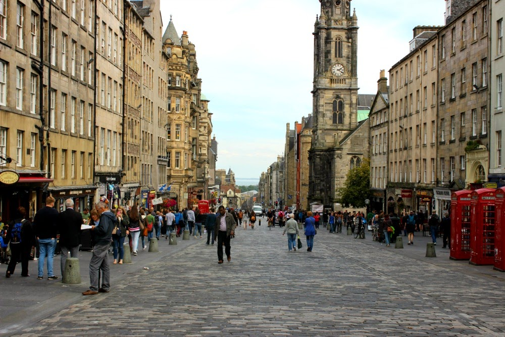 edinburgh looking down the royal mile