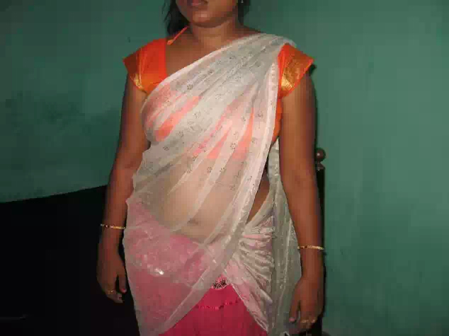 sheela aunty removing cloths and showing choot   nudesibhabhi.com